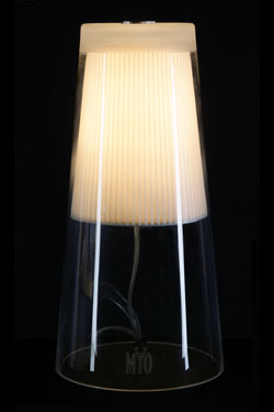 Cone lampe de table polie brillante. Myo.