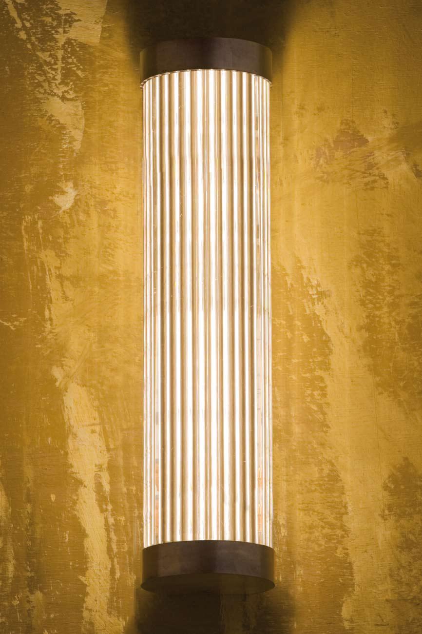 Applique cylindrique bronze poli et verre cannelé. Nautic by Tekna.