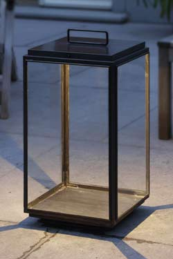 Grande lampe de jardin ou d'extérieur en bronze LED et raccordement direct. Nautic by Tekna.