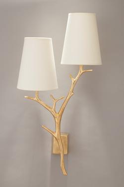 Applique branches en bronze doré 2 lumières . Objet insolite.