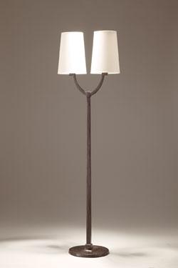 Lampadaire 2 lumières Perceval en bronze patiné noir. Objet insolite.