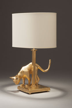 Lampe de table Chat en bronze massif doré. Objet insolite.