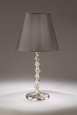 Lampe de table pied en bronze nickel satiné et abat-jour en taffetas fumé Sanfin. Objet insolite.