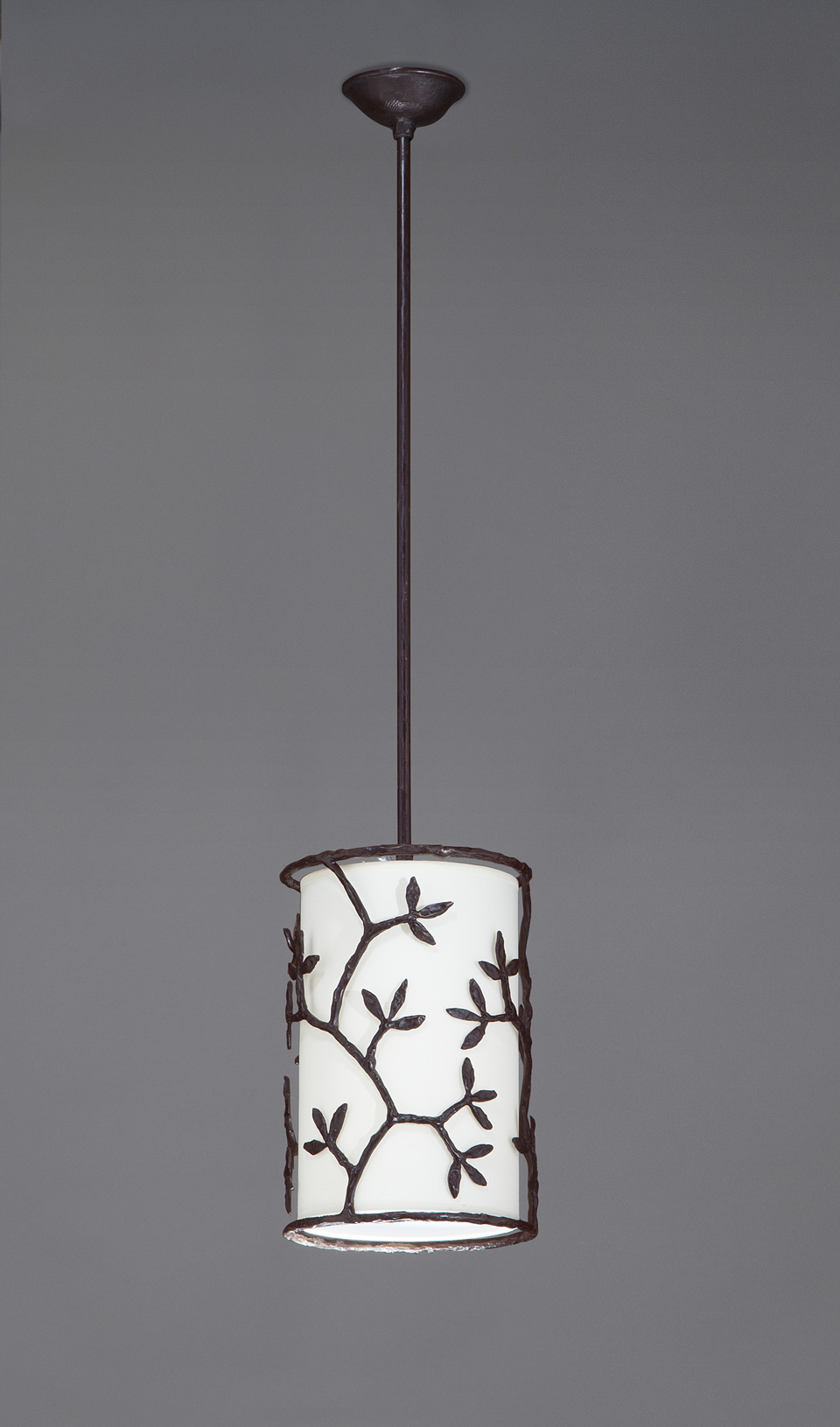 Round pendant lamp leaves patinated black bronze ombelle for Objet insolite lighting