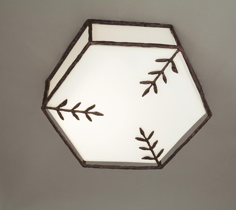 Plafonnier hexagonal en bronze noir patiné. Objet insolite.