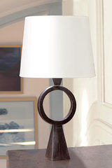 Patinated black solid bronze ring table lamp Max. Objet insolite.