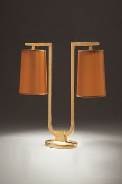 U-shaped table lamp, 2 caramel taffeta lampshades  Gustave . Objet insolite.