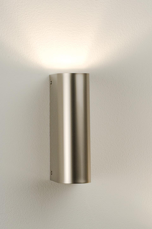 Grande applique chromé demi-cylindre. Oma Illuminazione.