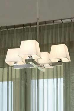 Prisma Cromado suspension 4 lumières en croix . Paulo Coelho.