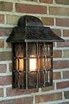 Applique lanterne en fer forgé patiné pour l'extérieur . Robers.