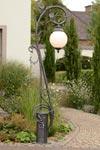 Lampadaire  art nouveau en  fer forgé. Robers.