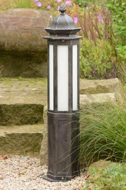 lampadaire en fer forg pour le jardin style classique fabriqu par les forges robers en. Black Bedroom Furniture Sets. Home Design Ideas