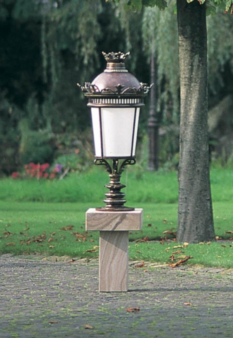Lampe ornementale pour parcs et jardins fixer en fonte for Lampe pour jardin exterieur