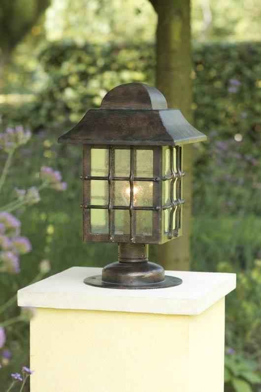 Lampe lanterne grille pour jardin en fer forg patin for Luminaire ancien exterieur