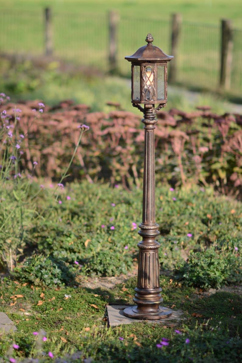 Lampadaire en fer forg d 39 ext rieur fabriqu par les for Luminaire ancien exterieur