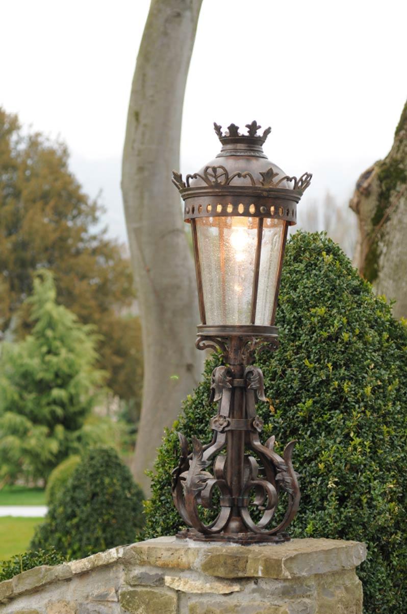 Petit lampadaire en fer forg pour l 39 ext rieur de style for Petit lampadaire exterieur