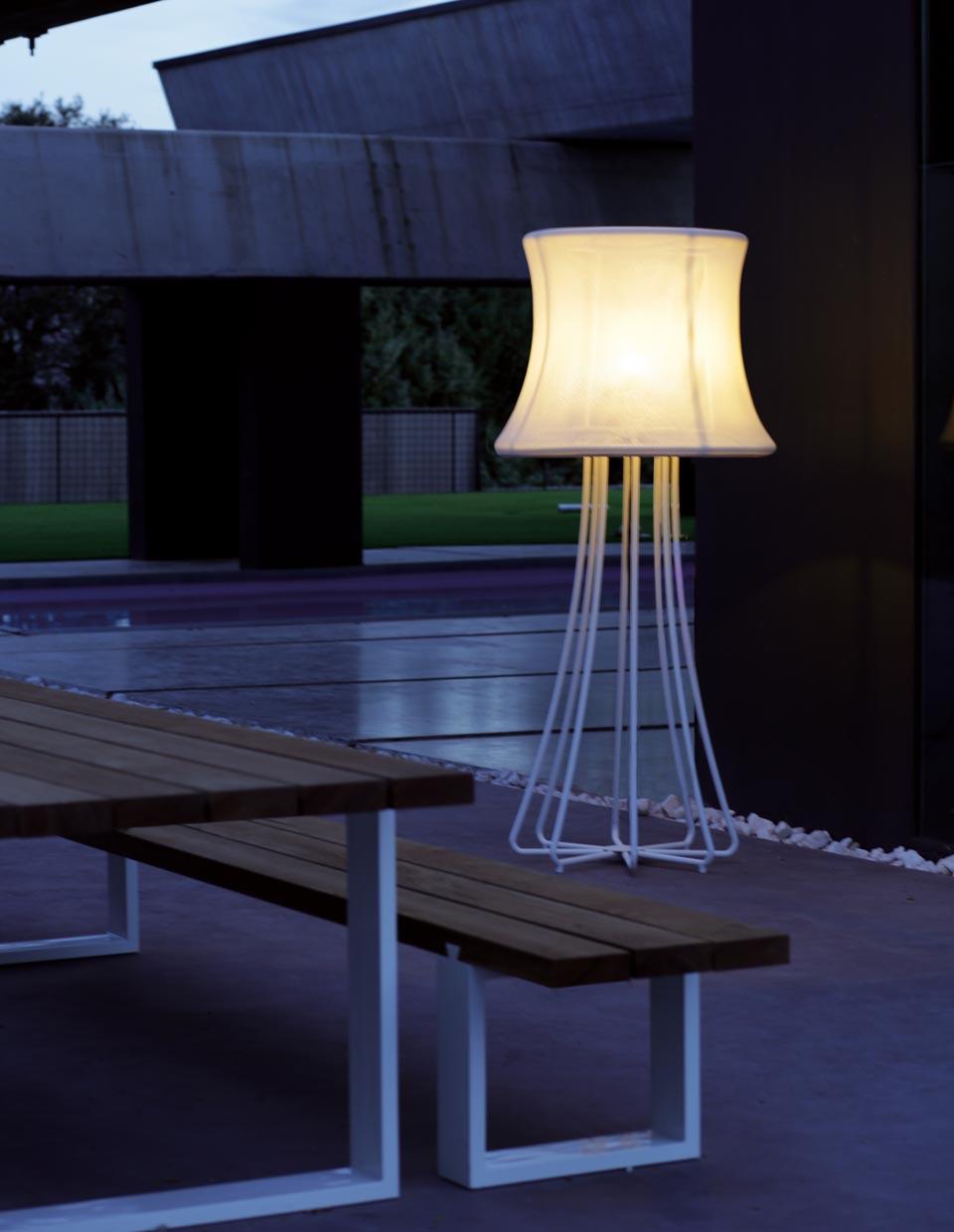 Outdoor 3d White Epoxy Aluminum Floor Lamp Royal Botania Ref 16030008