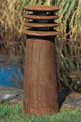 Rusty round section cast iron garden path lighting 40cm. Royal Botania.