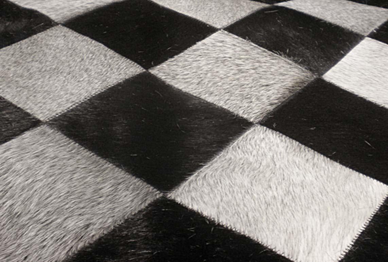 Tapis en peau de vache damier noir et blanc lisboa 120x175 par santelmo le s - Tapis gris noir blanc ...