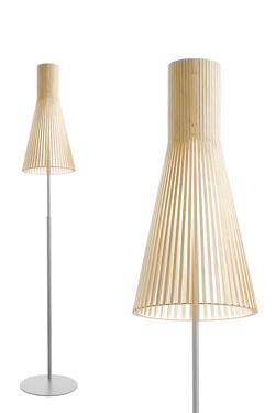 Lampadaire à abat-jour conique en bois, bouleau naturel. Secto Design.