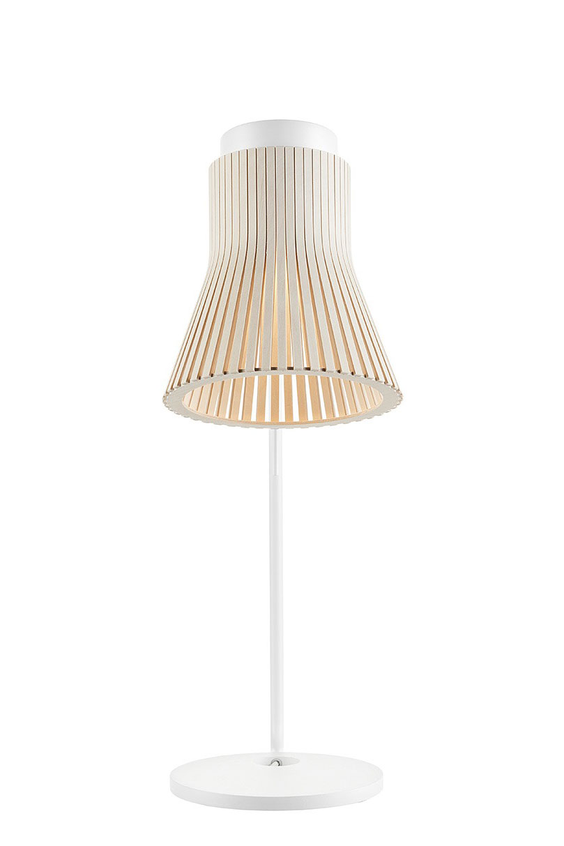 Lampe de bureau de la collection Petite blanche et bouleau. Secto Design.