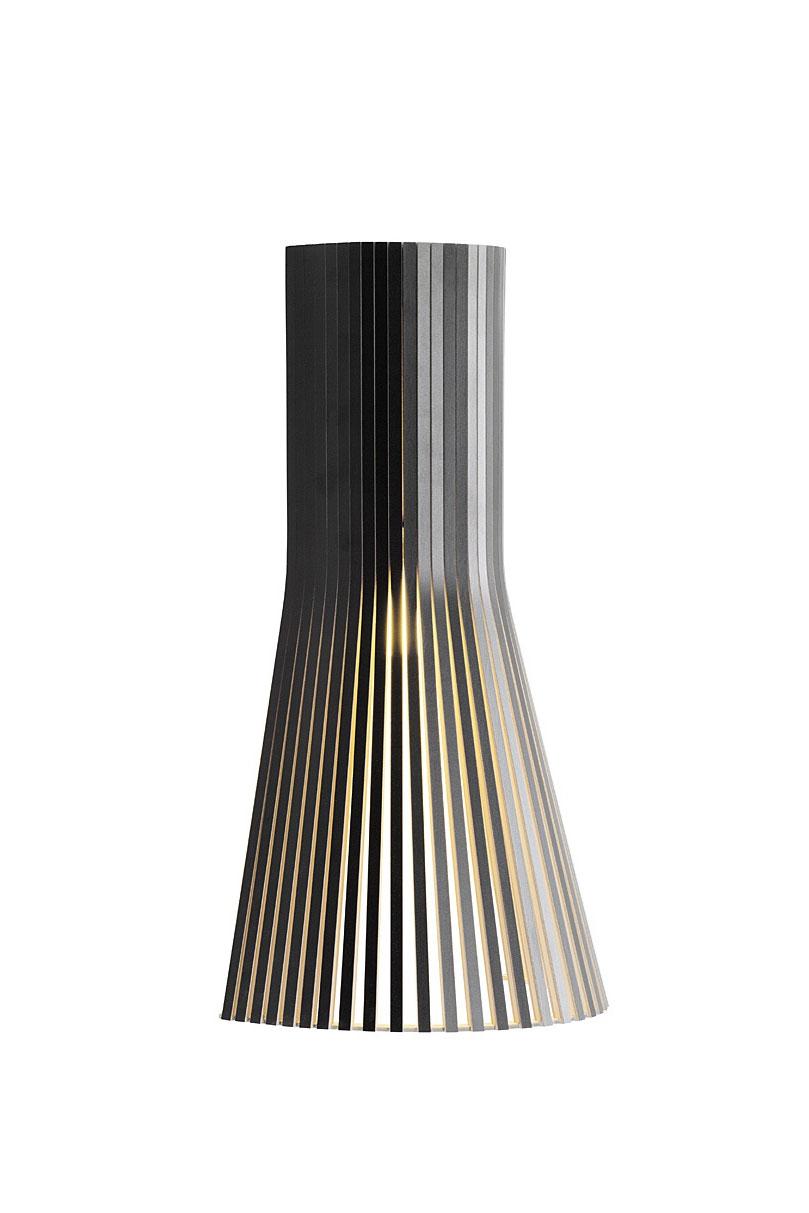 Petite applique design scandinave stratifié noir et bois massif. Secto Design.