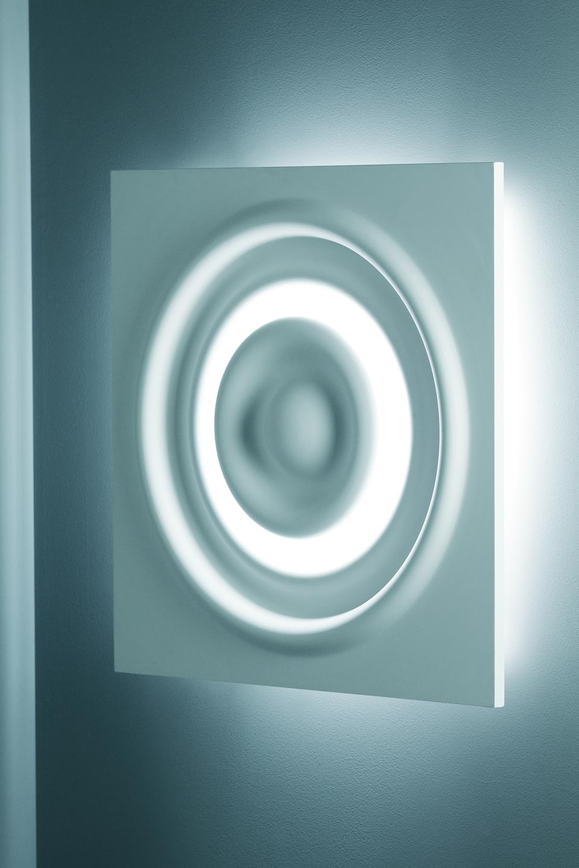 Applique carrée en vagues concentriques Verner 3028 plâtre naturel blanc. Sedap.
