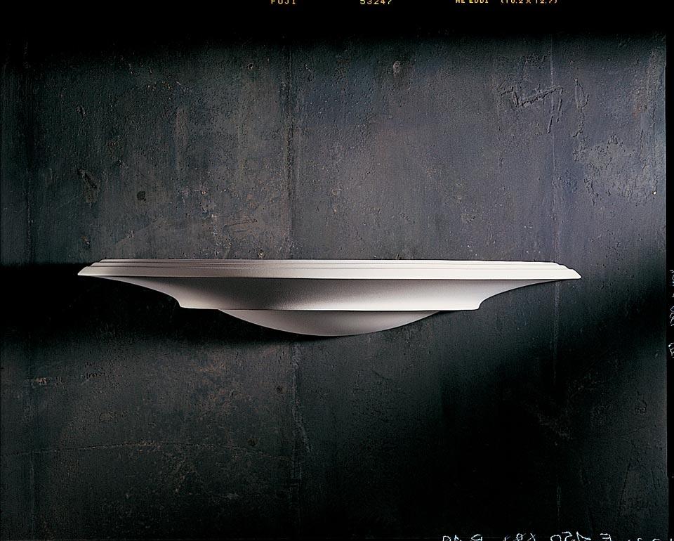 Fine et longue applique vasque plate 1300 en plâtre naturel blanc. Sedap.