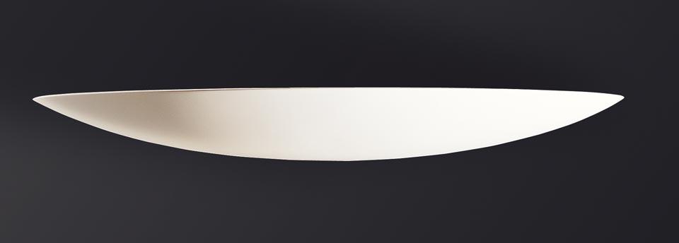 Très fine applique 1357 en coque allongée 114cm. Sedap.