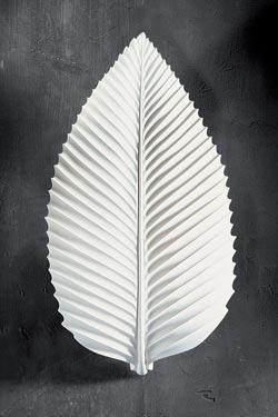 Charme 1380 white plaster wall light, leaf-shaped. Sedap.