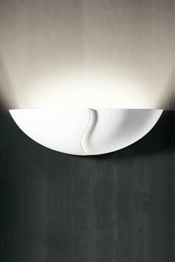 Paragraphe 1565 wall lamp in round bowl with zig zag cut pattern. Sedap.