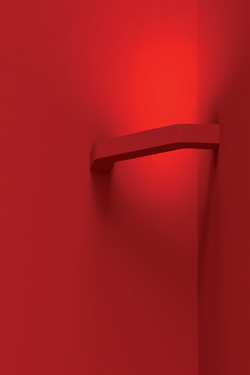 Red wall lamp 90 ° paperclip in raw plaster. Sedap.