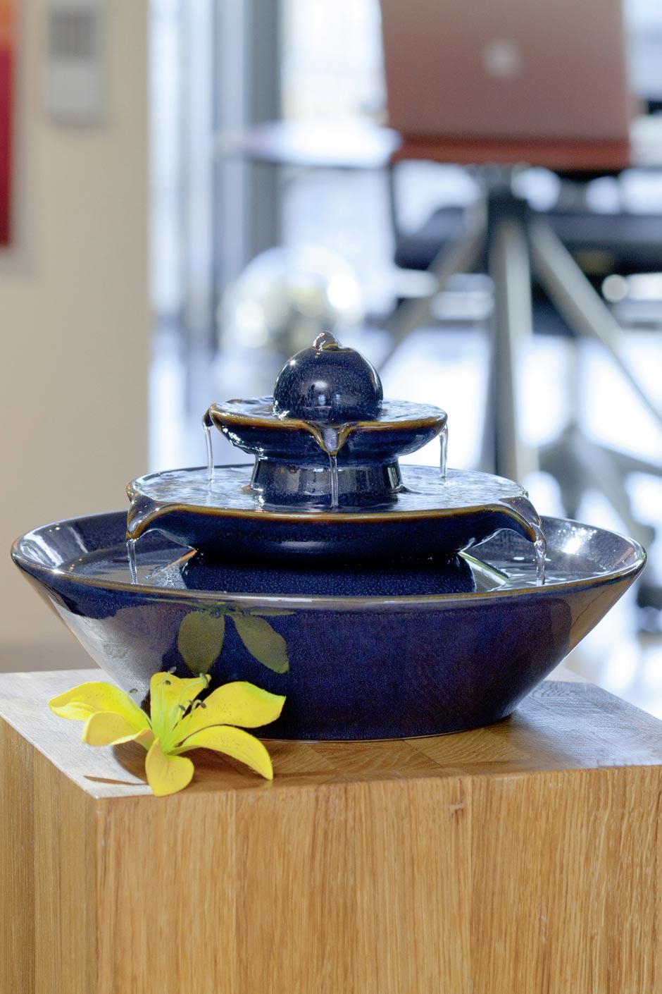 Fontaine à trois vasques en céramique bleue