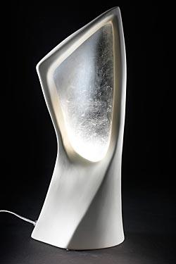 Linear lampe de table blanc et argent. Munari par Stylnove Ceramiche.