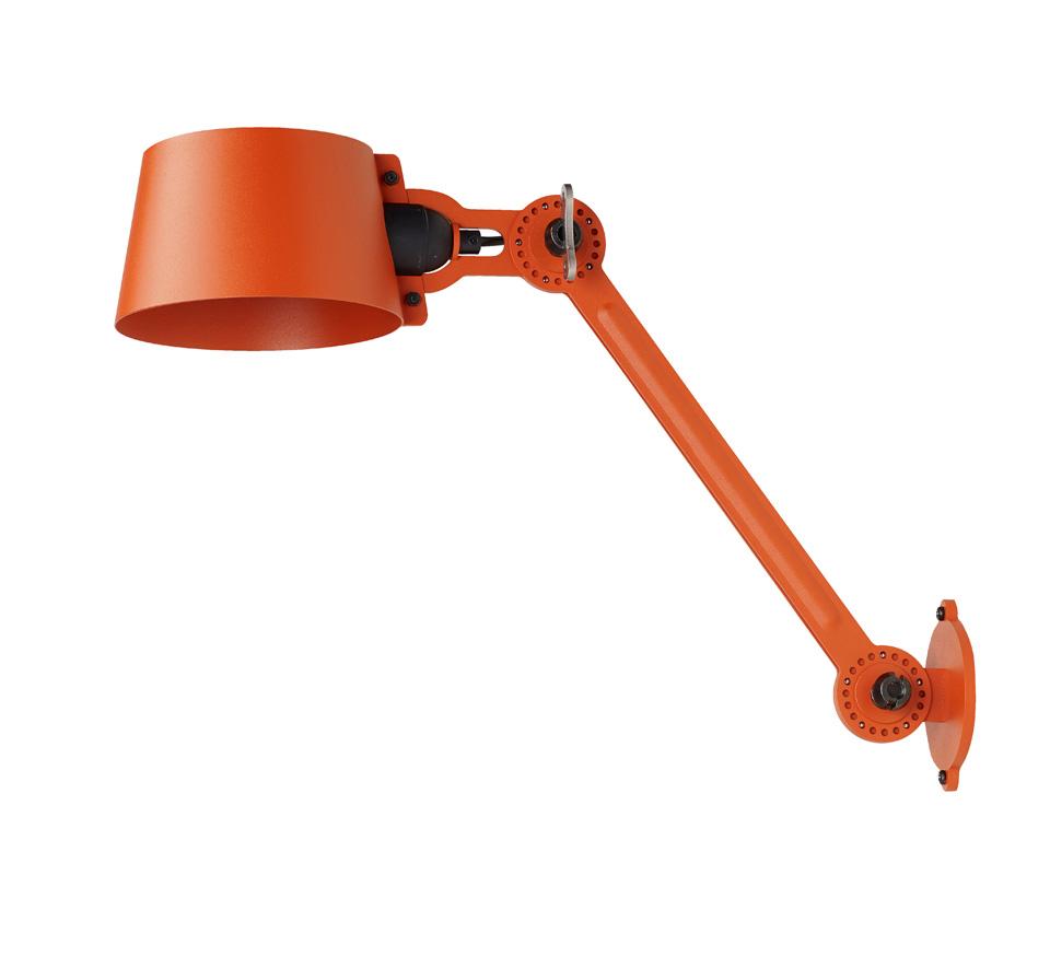 Applique Bolt grand modèle en acier grainé orange. Tonone.