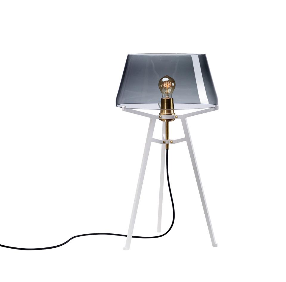 Ella lampe de table, avec abat-jour en verre fumé sur trépied blanc. Tonone.