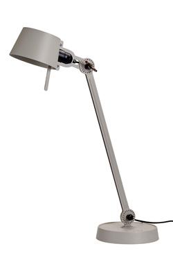 Grande lampe de bureau Bolt Desk, couleur vert mousse avec un seul bras et un socle . Tonone.