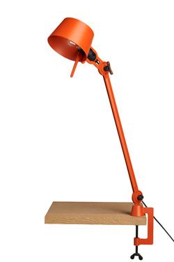 Grande lampe de bureau sur étau Bolt Desk en métal orange. Tonone.
