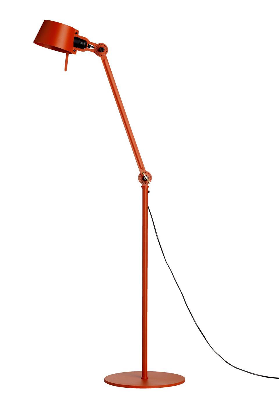 Lampadaire orange en acier style industriel Bolt. Tonone.