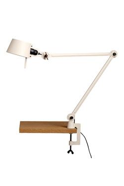 Lampe de bureau ou d'atelier écru sur pince-étau en métal massif aspect grainé Bolt Desk. Tonone.