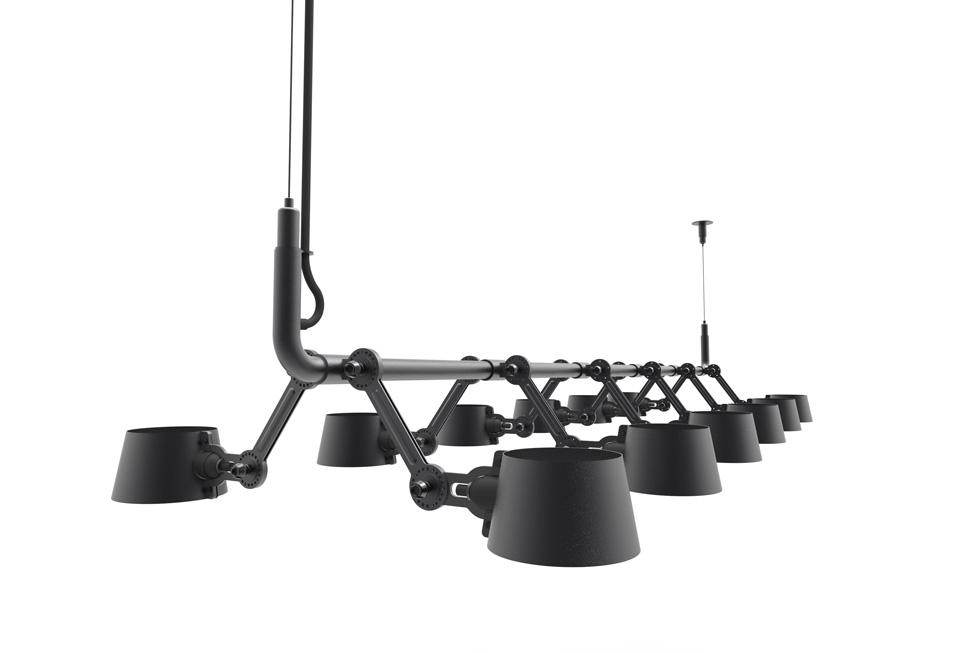Suspension longue noire mat à 12 lumières. Tonone.