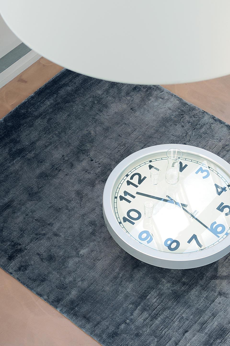 Tapis Gris Tiss Main 100 Soie V G Tale Toulemonde Bochart Tapis Design Et Contemporains