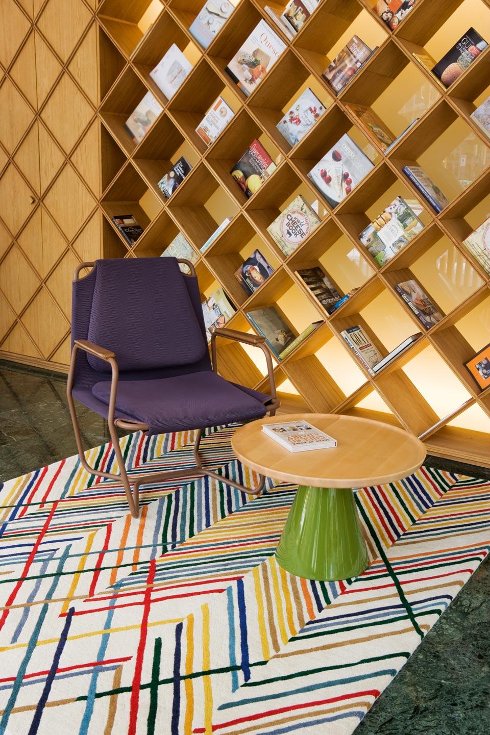 Lignage multicolore fond beige tuft main 100 laine nouvelle z lande toulemonde bochart Beaux tapis contemporains