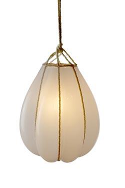 Bundle suspension en verre opale blanc. Vanessa Mitrani.