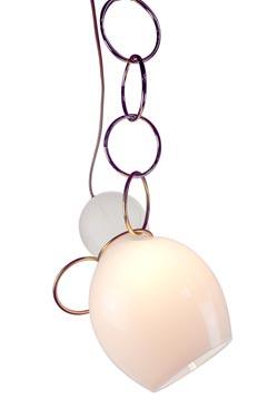 Suspension Ring en verre soufflé opale blanc. Vanessa Mitrani.