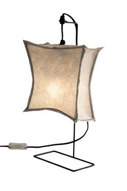 KR ZEN lampe carrée petit modèle en métal noir. Vicky Weiler.