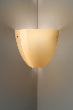 Applique Corner en cristal de Murano soufflé bouche ambre brillant. Vistosi.