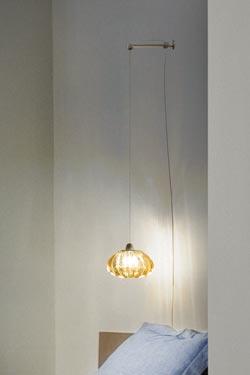 Diamante applique de chevet suspendue en cristal de Murano massif ambre. Vistosi.