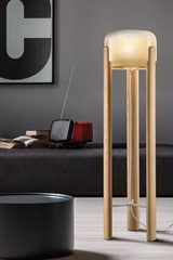 Floor lamp in natural wood and amber glass Sata. Vistosi.