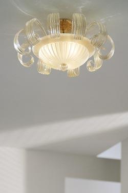 Grand plafonnier Gloria en cristal de Murano incrusté de paillettes d'or 24 carats. Vistosi.